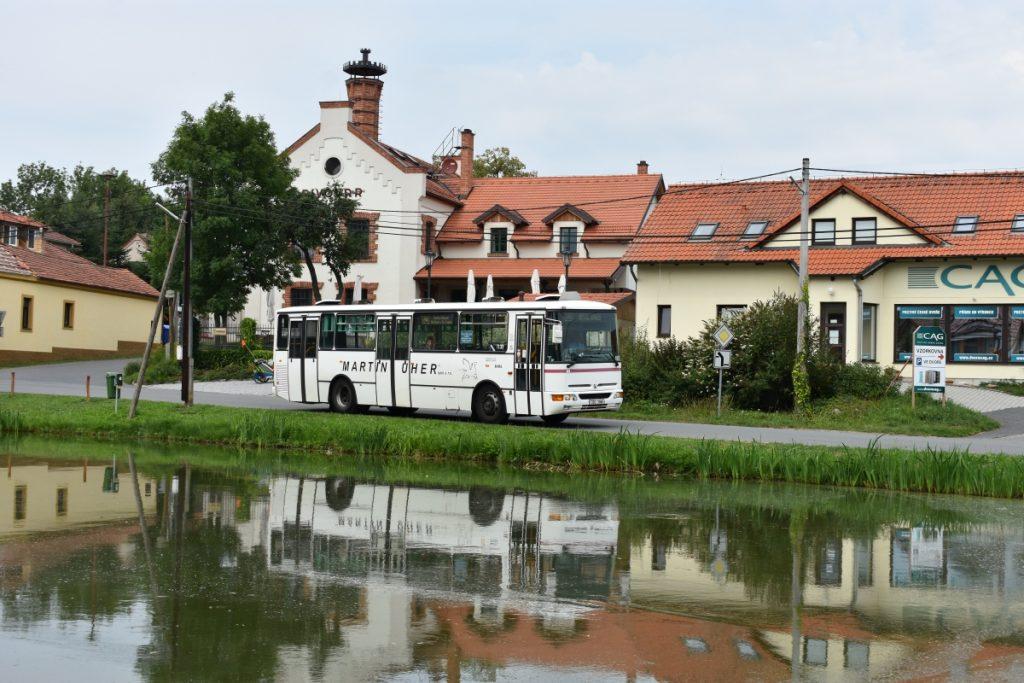 Prototyp autobusu Karosa B 951 z roku 2001 pod pivovarem v Kytíně. (foto: Libor Hinčica)