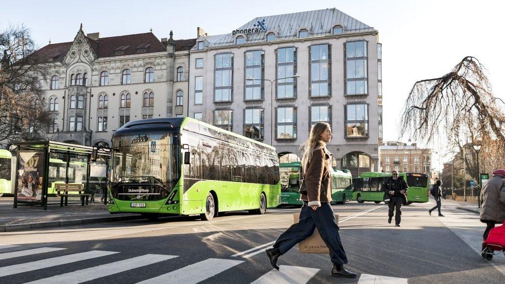 Elektrobus Volvo 7900 Electric ve švédském Malmö na propagační fotografii výrobce. (foto: Volvo Buses)