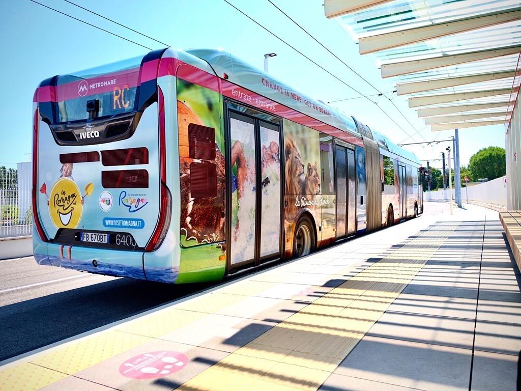 Autobus na koridoru Metromare. (foto: Start Romagna)