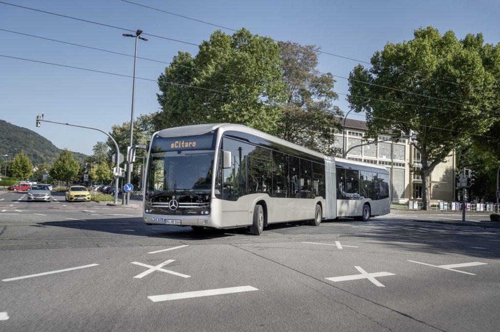 Většinu z 92 elektrobusů pro Rennes mají tvořit článkové vozy, kterých bude dodáno 59. (foto: Daimler Buses)