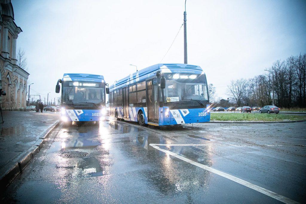 Parciální trolejbusy pózují na nové konečné. (foto: Gorelektrotrans)