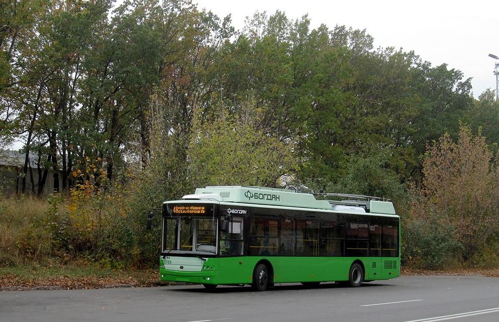 Nový trolejbus se hned po svém příjezdu do Charkova zapojil do přepravní činnosti. Zde jej vidíme dne 22. 10. 2020, den před otevřením nové linky č. 48. (foto: Vadim Pudovkin)