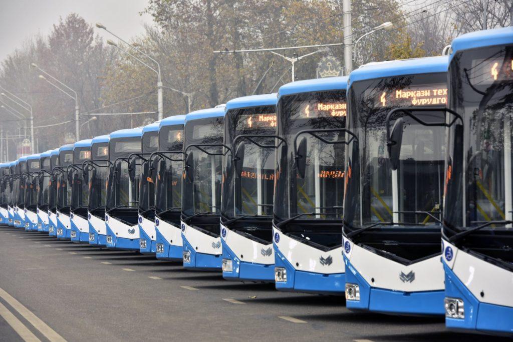 Tyto slavnostně seřazené trolejbusy se dokonce hromadně vydaly na velkou projíždku městem. (foto: Хадамоти матбуоти Президенти Тоҷикистон)