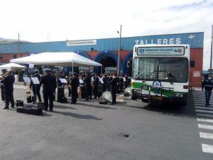 Trolejbusy v Quitu oslavily 25 let, radnice chce koupit jen 19 nových vozů