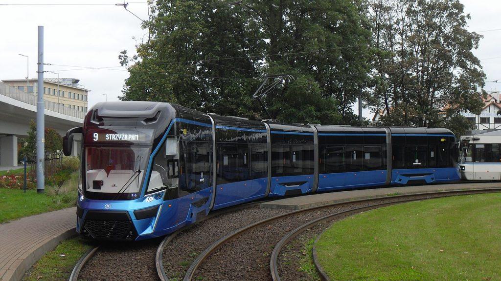 Prototyp tramvaje Moderus Gamma. Na této platformě by měla být postavena celá dodávka – nyní již 46 – tramvají pro Wrocław. (zdroj: Wikipedia.org)