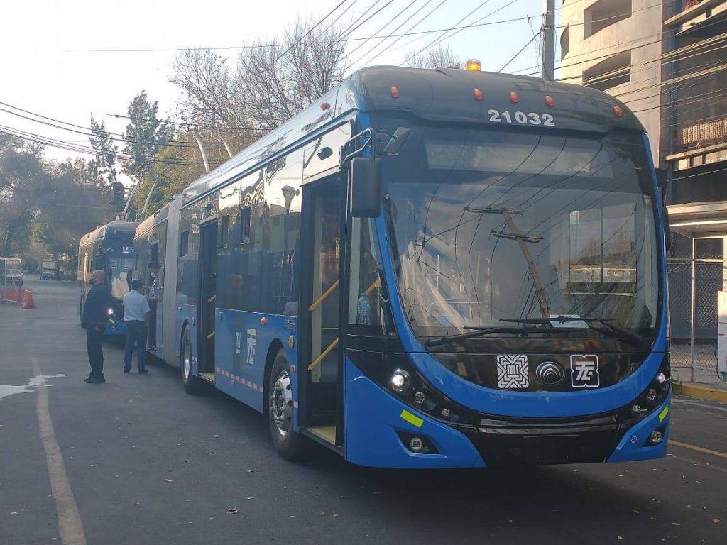 Článkový trolejbus prozkoumává dne 9. 1. 2021 mexické ulice. (foto: STE)