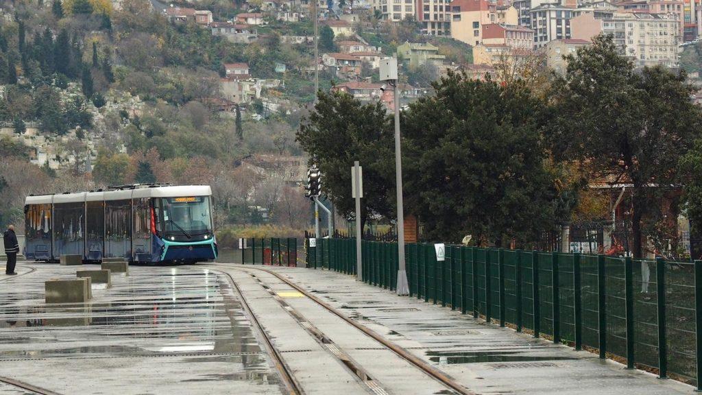 V celém úseku linky T5 by měl být používán systém spodního napájení od Alstomu. Ten dodal pro tramvaje Durmazler také elektrickou výzbroj. (foto: Alstom)