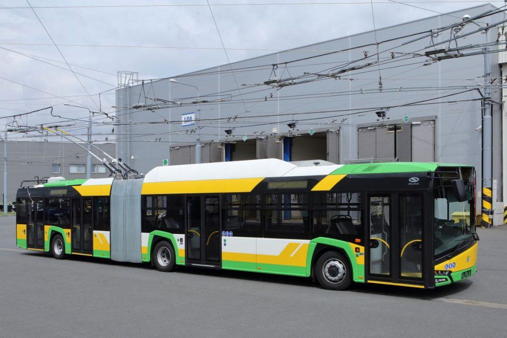 Trolejbus Škoda 27 Tr pro Žilinu v plzeňské vozovně Karlov na propagačním snímku výrobce. (foto: Škoda Electric)