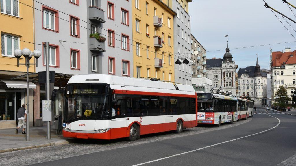 Vůz Solaris Trollino 12 AC ev. č. 91 sice v Opavě již dojezdil, avšak jeho putování po světě (doslova) by jeho vyřazením skončit nemělo. (foto: Libor Hinčica)