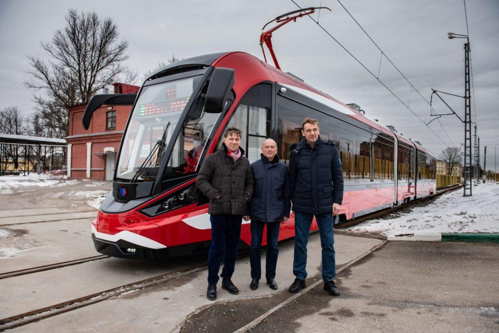 Nová tramvaj realizuje své první kroky, jak ukazuje tento snímek z března 2021. (foto: PK TS)