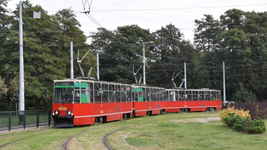 """""""Trojče"""" vozů Konstal 105Na v provedení, jež odpovídá období 80. let, zůstane zachováno jako historické. (foto: Libor Hinčica)"""