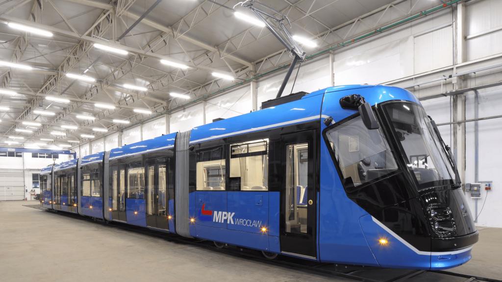 První modernizovaná tramvaj Škoda 16T. (foto: MPK Wrocław)