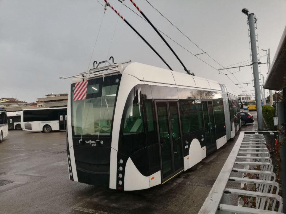 Trolejbus ve vozovně v Rimini. (foto: Trollino59/Mondo Tram)