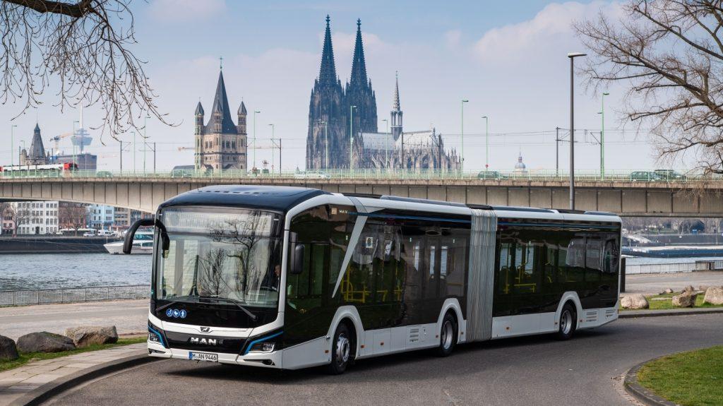 Prvním městem, v němž je  možné spatřit nový kloubový elektrobus MAN, je Kolín nad Rýnem. (foto: MAN Truck & Bus)