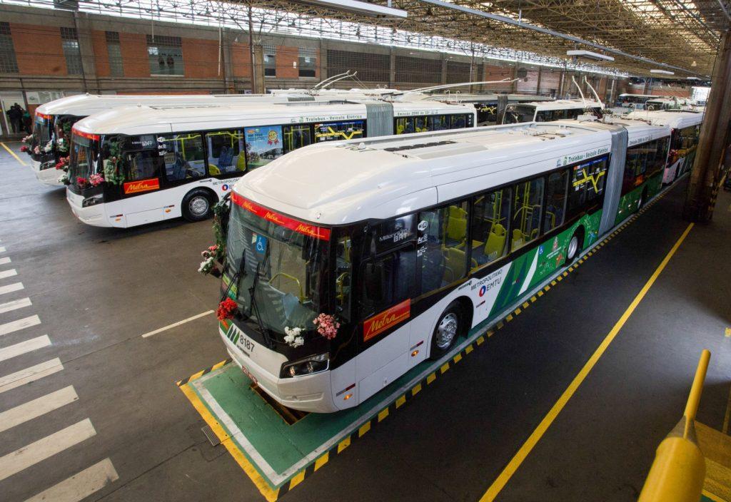 Archivní snímek z roku 2016 ukazuje jedny z posledních trolejbusů, které Metra obdržela. (foto: Governo do Estado de São Paulo)