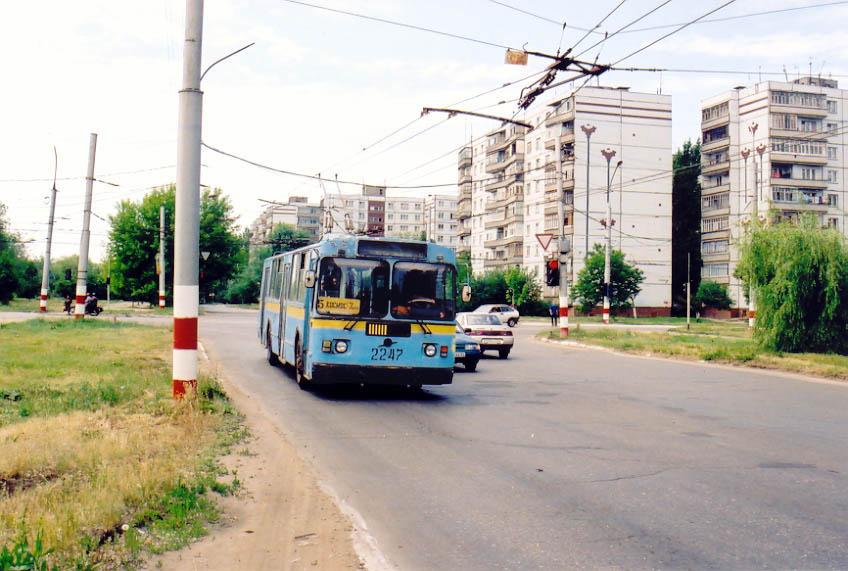 Archivní snímek trolejbusu v Balakovo. Foceno 4. 6. 2002. Od té doby se toho ve městě na poli trolejbusové dopravy příliš mnoho k lepšímu nezměnilo. (foto: Jurij Maller)