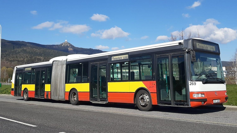 Ex-hradecký Citybus 18M zdokumentovaný pod Ještědem. (foto: ČSAD Liberec)