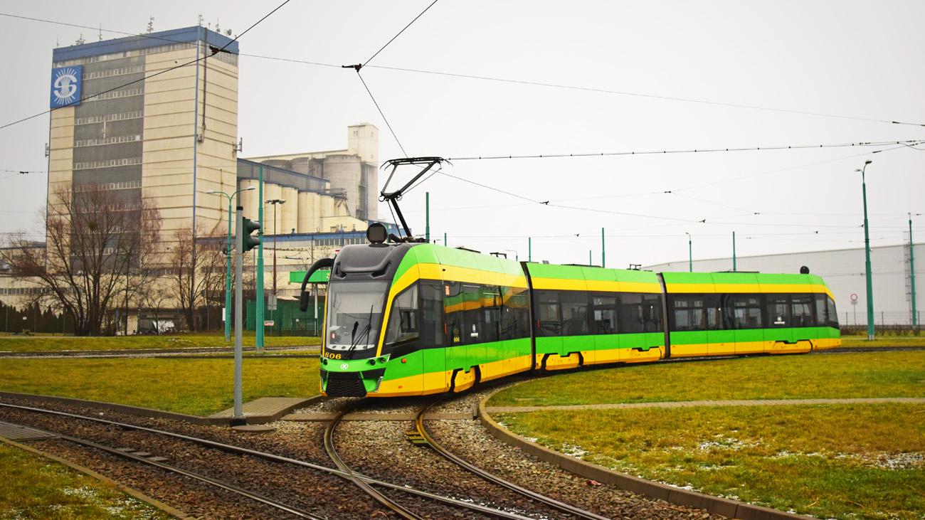 Moderus Gamma v Poznani v jednosměrném provedení ve funkci záložního vozu na smyčce u vozovny Franowo. (foto: Bc. Petr Bystroň)