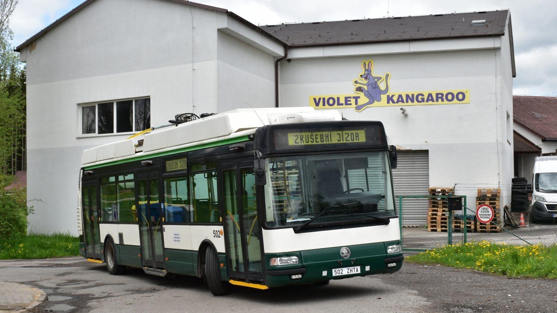 Ex-plzeňská 24Tr ev. č. 502 v Antonínově Dole na snímku z 16. května 2021 ilustruje brzkou budoucnost. (foto: Marek Juránek)