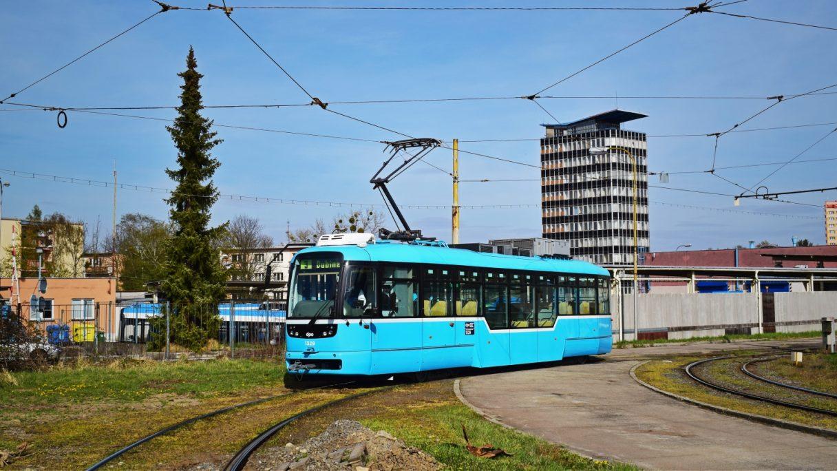 Ostrava poptává modernizaci 41 tramvají VarioLF. Dosadí klimatizace