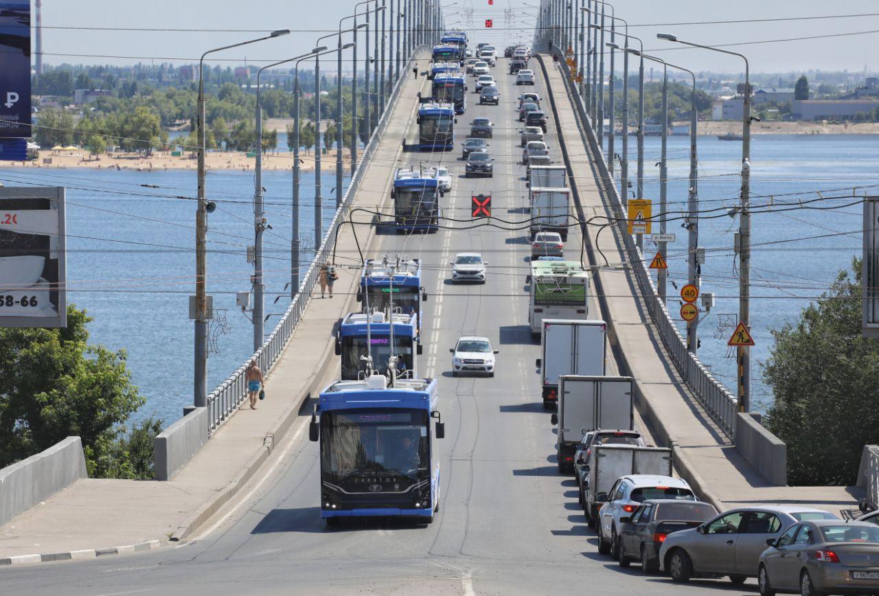 Trolejbusy jdou do světa… Tedy nešly zrovna moc daleko, jen pár kilometrů přes Volhu. Snímek je z 13. 7. 2021. (foto: PK TS)