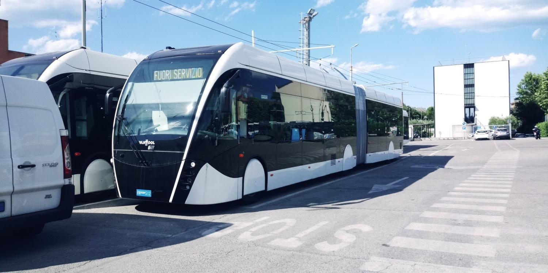 Nové trolejbusy stály po většinu letošního roku v riminské vozovně bez užitku. (foto: Meridiana Srl)