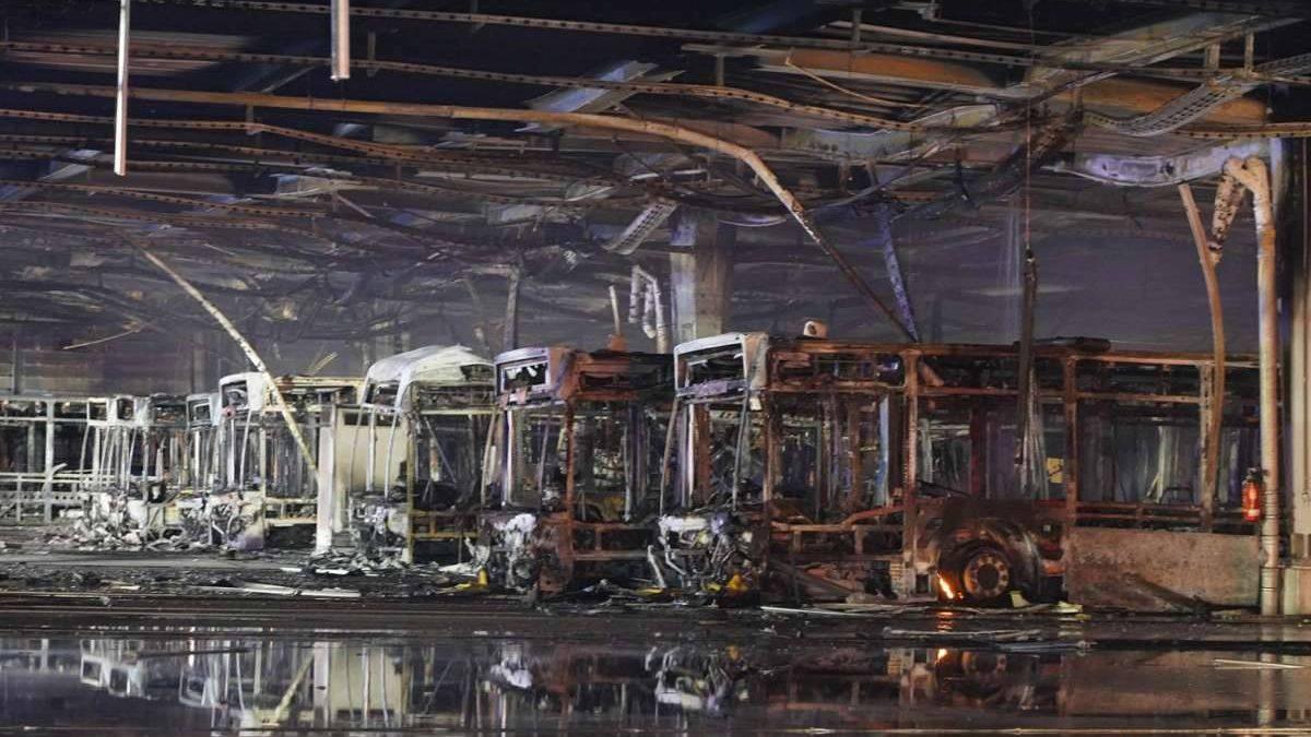 Požár ve Stuttgartu zničil nejméně 20 autobusů. Včetně historických